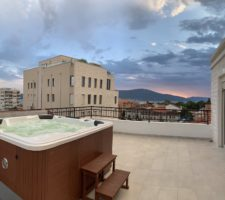 Furnished duplex apartment with jacuzzi in the center of Tivat