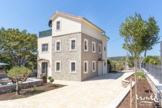 Beautiful house for sale on Lustica peninsula