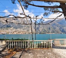 Two-storey townhouse with 2 bedrooms on the 1st line of the sea in the village of Muo