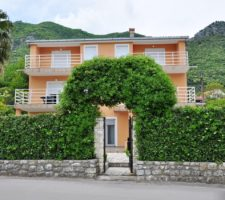 Excellent investment - house on the 1st line of the sea